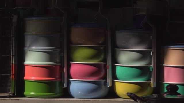Kleurrijke Tiffin In schaduw