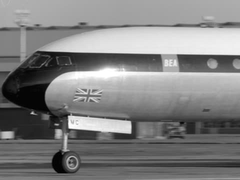 Comet aircraft takes off from London Airport