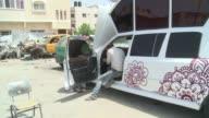 Comment donner une touche de luxe a son mariage quand aucune limousine n'est autorisee a entrer a Gaza Un organisateur de mariage palestinien a...
