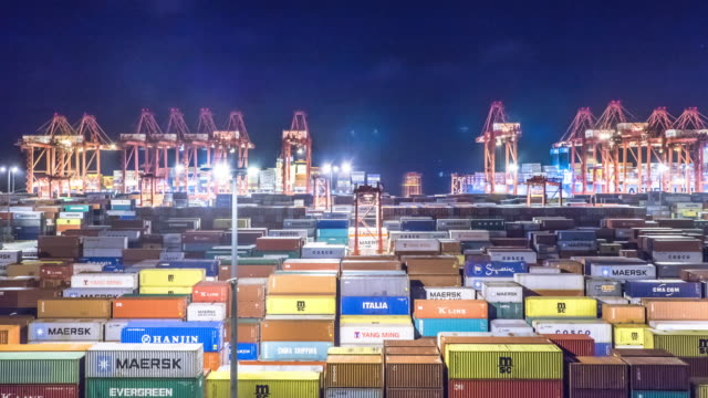 commerciële dock met cargo containers. time-lapse 4k