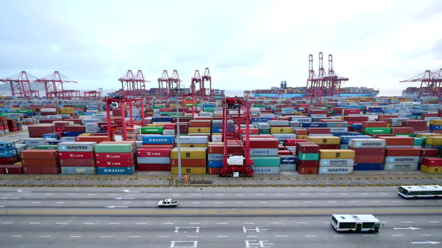 commerciële dock met cargo containers. time-lapse