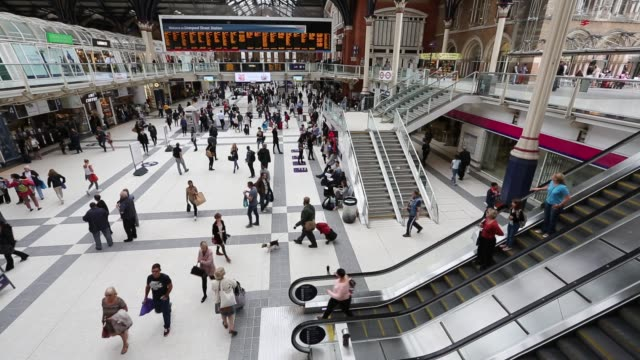 Commuters in Liverpool Street Station, London, UK.