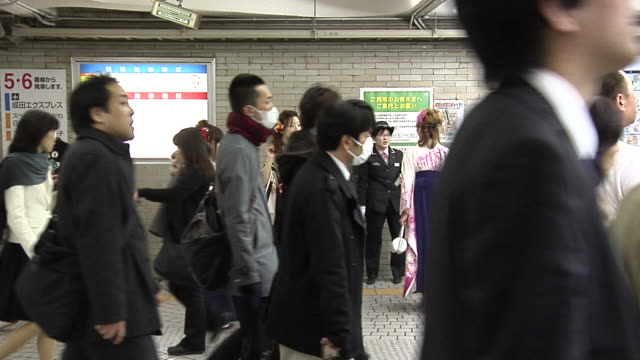 Commuters including Girls in Hakama who celebrated their Graduation