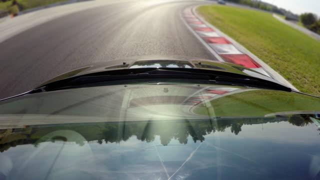 Wettbewerbsfähigen Sportwagen fahren