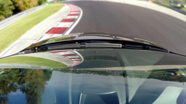 Wettbewerbsfähigen Sportwagen fahren, Ausblick auf Windschutzscheibe