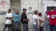 Comprar pan puede consumir horas en Venezuela donde cada dia hay largas filas para conseguir alimentos