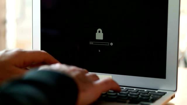 Computer hacker rubare dati da un Computer portatile