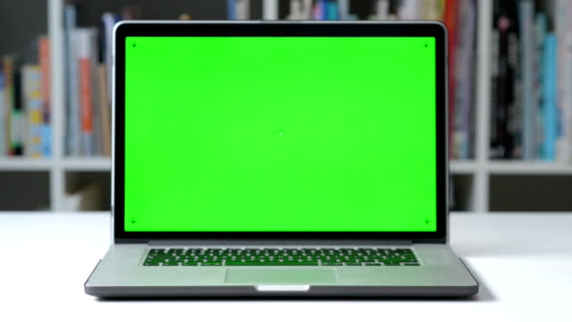 DOLLY SHOT: Computer screen chroma key tracking