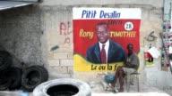 Con casi cuatro anos de retraso Haiti celebra este domingo unas elecciones legislativas en medio de temores a episodios de violencia y a una muy baja...