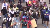 Con piedras palos y escudos los guarimberos o encapuchados encabezan desde hace casi dos meses las protestas contra Nicolas Maduro que a diario...