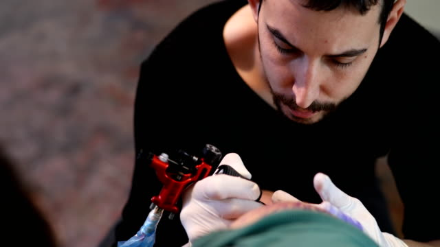 Concentrated on tattooing  4k