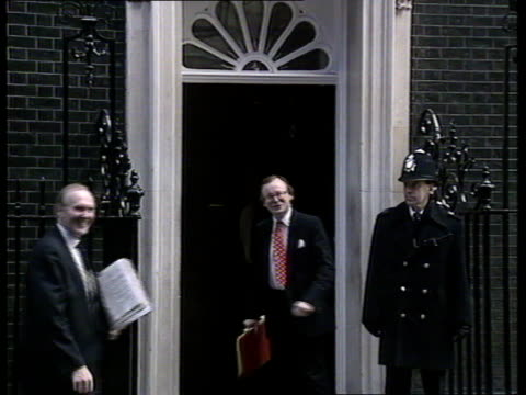 Conservative Party leadership challenge London Downing St Cabinet arrivals William Waldegrave along as Malcolm Rifkind arrives in car John Gummer...