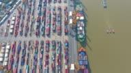4 K : Container Fracht Fracht versenden mit Kran-Brücke in die Werft