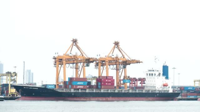 Frachtschiff von den Hafen: Zeitraffer -