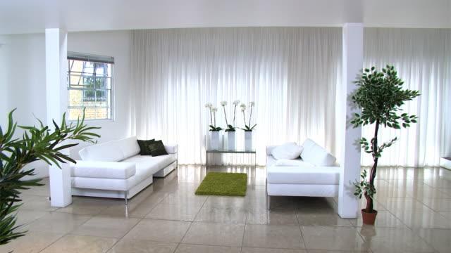 Moderna casa de estilo contempor neo v deo de stock for Casa minimalista definicion