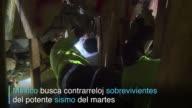 Contra el reloj y el cansancio las tareas de rescate continuan en Ciudad de Mexico tras el poderoso sismo de magnitud 71 del martes especialmente en...
