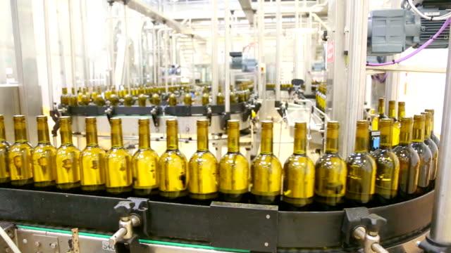 Conveyor bottling wine