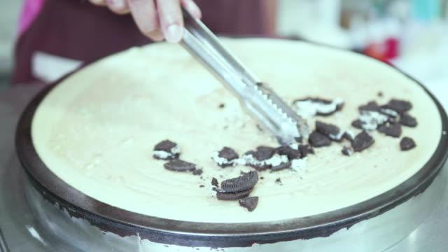 Kochen Pfannkuchen auf dem Teller