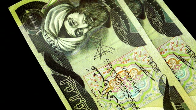 Counting money - Iraqi Dinar