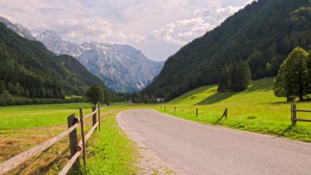 WS DS Land Straße durch das grüne Tal