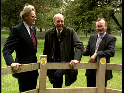 Protection scheme ENGLAND London St James Park CMS Enviroment Sec Michael Heseltine MP PULL OUT Sir John Johnson and John Gummer standing by stile...