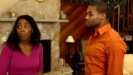Paar spricht in Home-MCU ver b