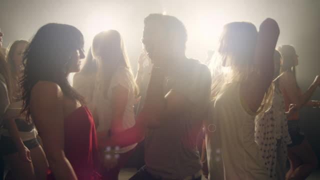Coppia in discoteca