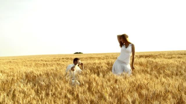 HD CRANE: Couple In Wheat