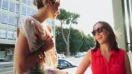 Par kvinna vänner i Rom