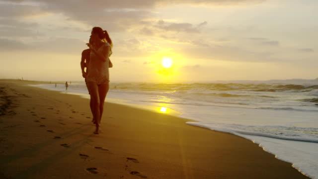 Couple on a tropical beach vacation to Hawaii for honeymoon