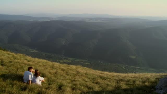 HD: Paar Entspannung In der Natur