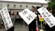 A court ordered the state and nine building material manufacturers on Friday to pay a total of 216 million yen in damages to former construction...