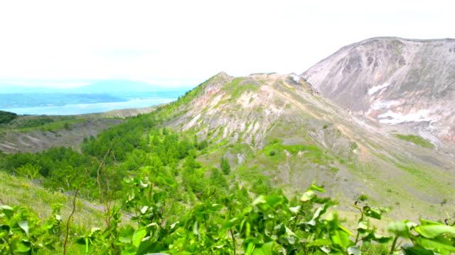 Kraters van actieve vulkaan Mount Usu op Hokkaido, Japan