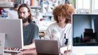 Kreative business-Menschen Arbeiten am Schreibtisch