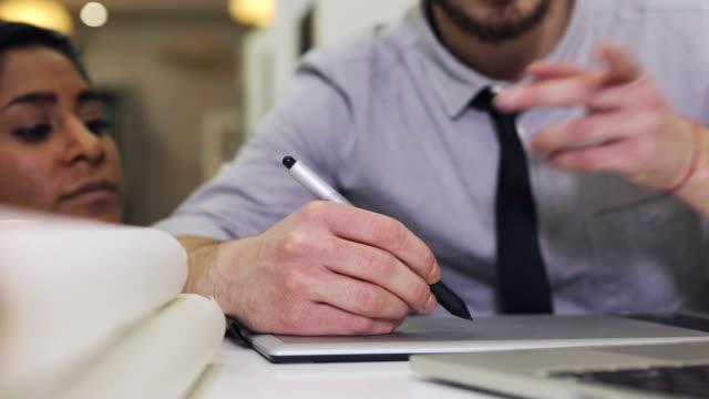 Creative-team bei der Arbeit: Grafik-tablet, Stift