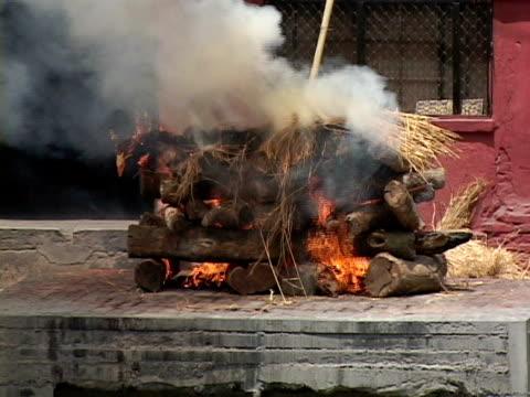 MS, Cremation at Arya Ghat, Pashupatinath temple, Katmandu, Katmandu Valley, Nepal