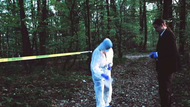Onderzoek van de scène van de misdaad