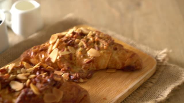 Croissant mit Mandeln
