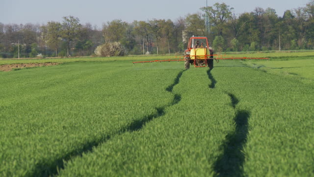 HD DOLLY: Crop Spraying With Tractor