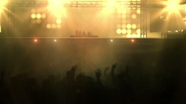 Menschenmenge am Konzert-Loop (Rock Musik, Orange Version
