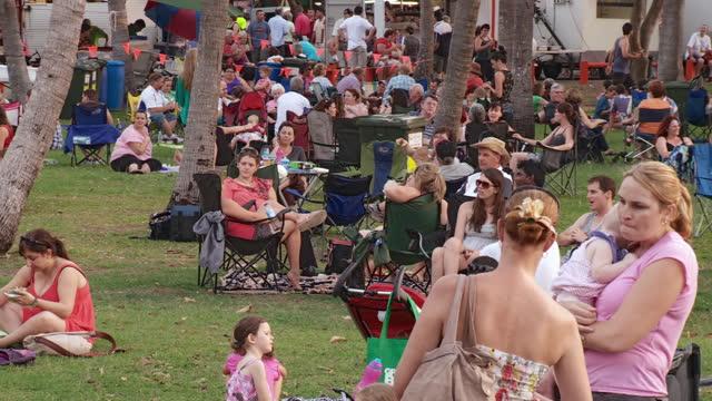 WS PAN Crowd at Mindil beach sunset market / Darwin, Northern Territory, Australia