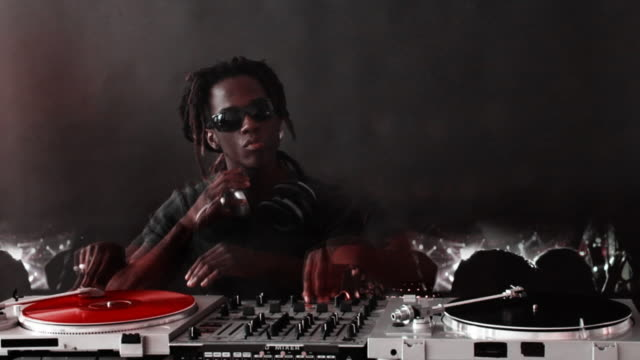 DJ folla anello