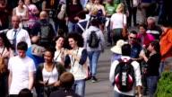 Menge von Menschen zu Fuß