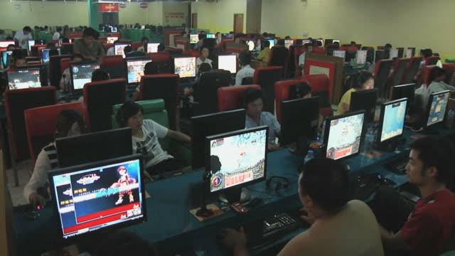 WS HA Crowded internet cafe / Yangzhou, Jiangsu, China
