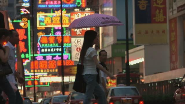 SLO MO MS Crowded pedestrian crossing / Hong Kong, China