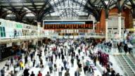 Voll Menschen Bahnhof Liverpool street in London, Zeitraffer
