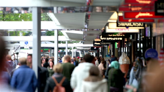 Crowds at shopping street in Rotterdam