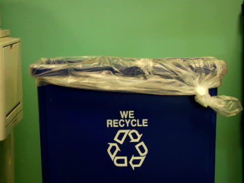 MS, Crumpled paper being thrown into recycle bin