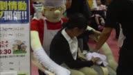 Cuando estes solo y necesites un abrazo esta silla de diseno japones puede rodearte con sus largas manos y reconfortarte una alternativa terapeutica...