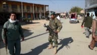 Cuatro estadounidenses entre ellos dos soldados murieron el sabado en un atentado con bomba reivindicado por los talibanes en la mayor base militar...
